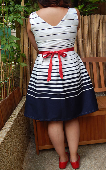 Robe blanche bleu rouge