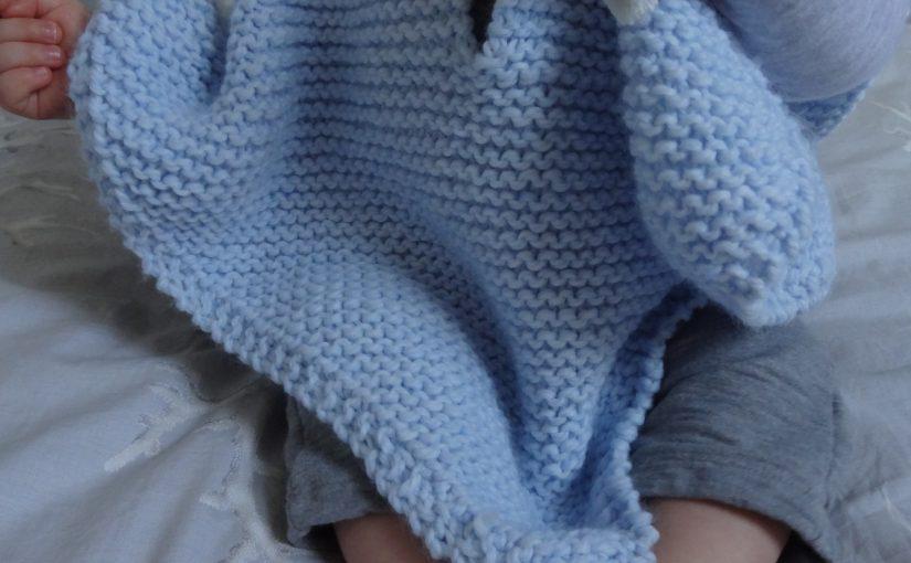 La chronique d'Aurélie //168// Cape pour bébé au tricot